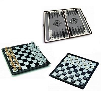 Настольные игры шашки, шахматы, нарды